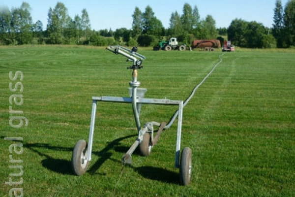Техника для полива газона
